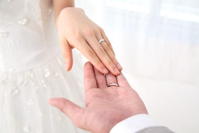 【結婚祝いのお返し相場】おすすめプレゼントや礼状の書き方も!